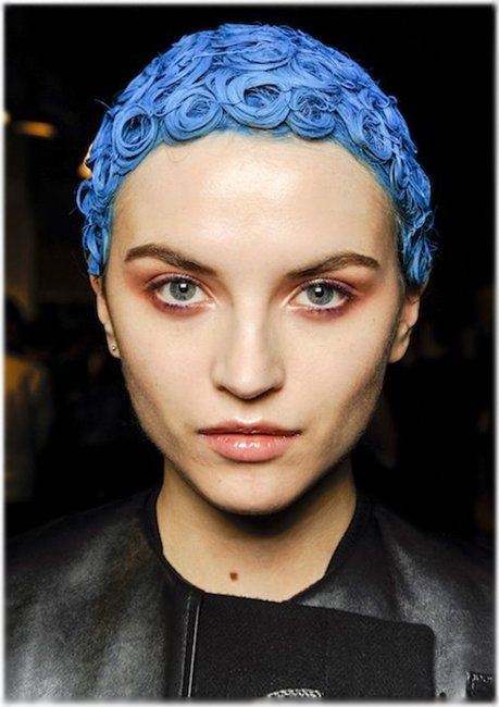 Голубые короткие волосы