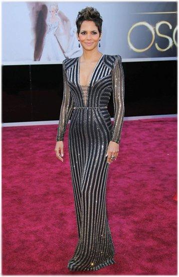 Холли Берри в платье от Versace на «Оскаре 2013» 5803156abde