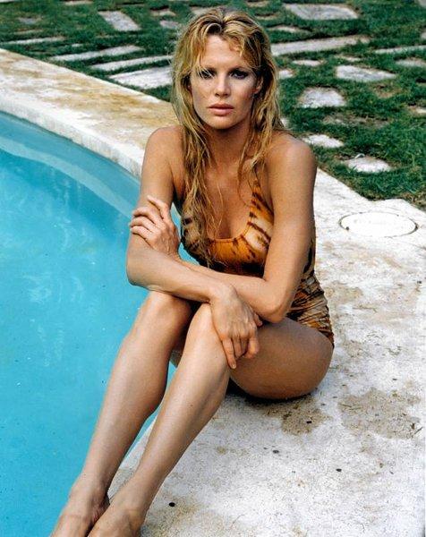 Девушка в купальнике одной серии фото 536-378