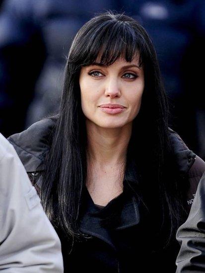 Анджелина джоли с черными волосами
