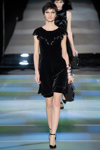 Маленькое чёрное платье из бархата